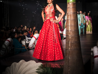 Pooja Bedi sexified the air at Mohit falor runway