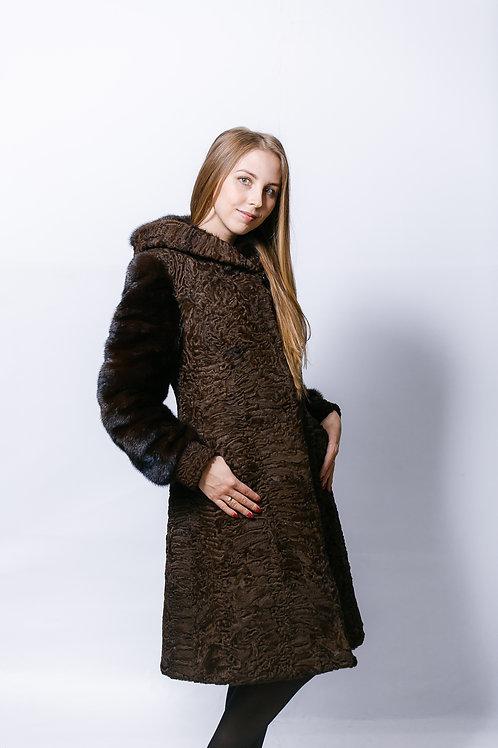 Пальто из меха каракуля