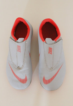 Nike grey Mercurial Vapor Club football boots (size 12)