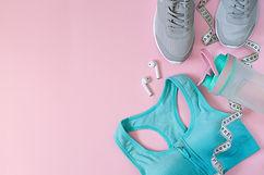 sport-equipments-clothing-woman-flat-lay