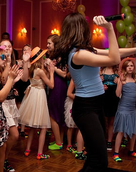 DJ Bonz music entertainment for bar mitzahs and bat mitzvahs.