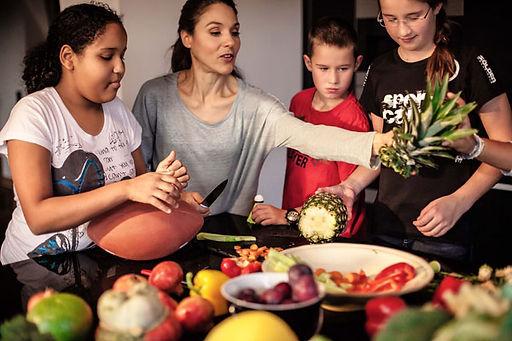 Zukunft Ihres Kindes, Selbstvertrauen und Freude, Bewegung,  Ernährung, Übergewicht und Adipositas