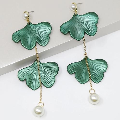 Petal Pearl Earring