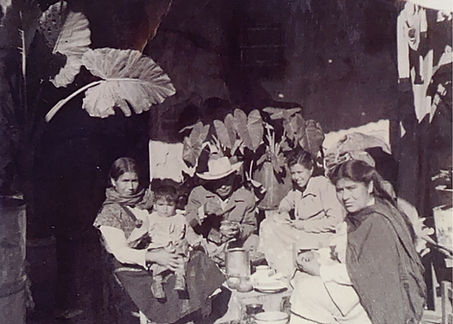 El Farol Luz Rodriguez Torres family.jpg