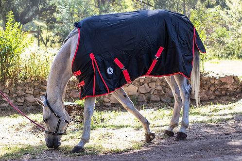 Capa para caballo invierno Negro Rojo Super Premium