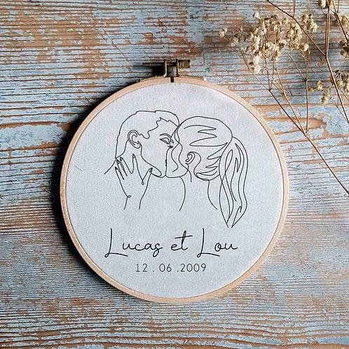 Cadre tambour à broder bois le baiser personnalisé cadeau saint valentin