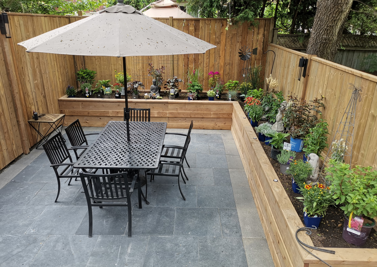 Toronto Backyard living