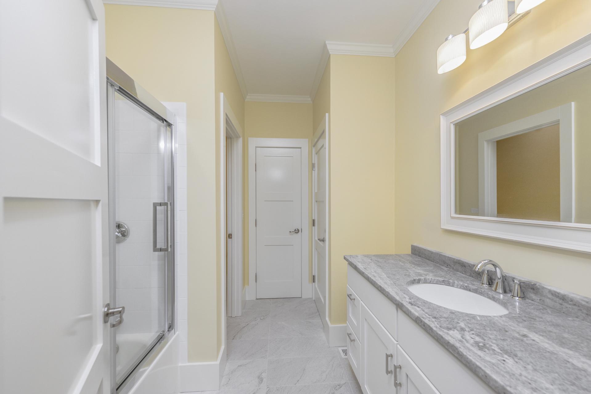 015-photo-bathroom-7774176
