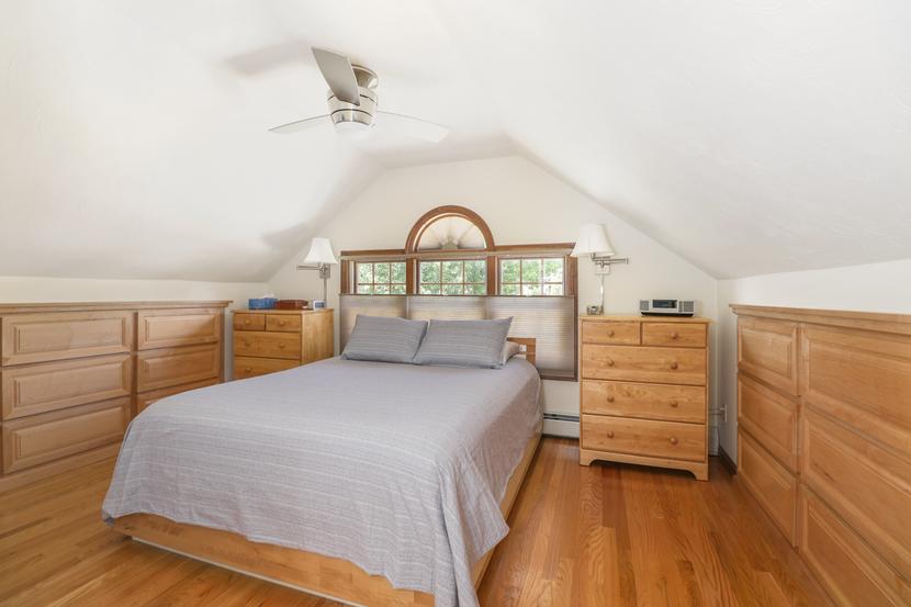 022-photo-bedroom-8543754