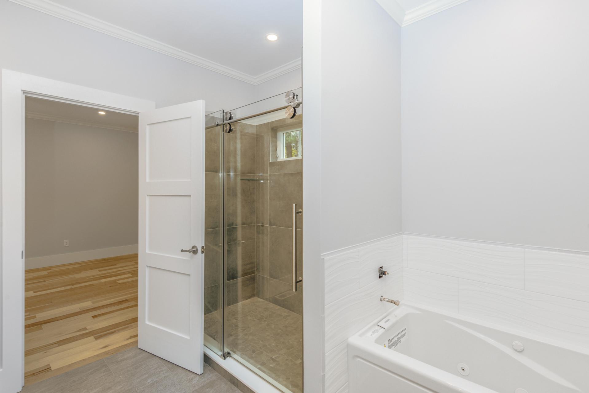 011-photo-master-bathroom-7774186