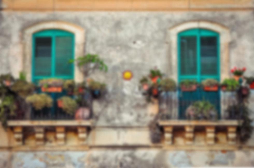 balcony-2526221_1920.jpg