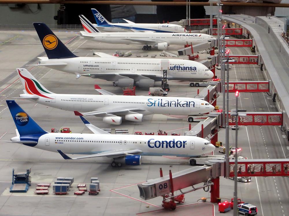 commercial flights, condor, delta, terminal