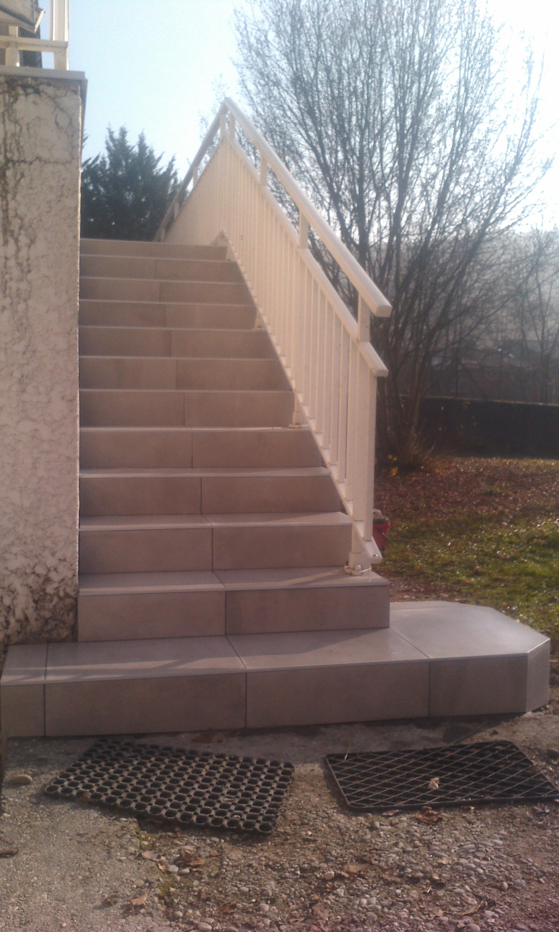 Habillage d'escalier en carrelage