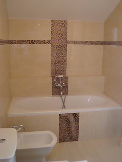 Salle de bain en carrelage 45x90cm