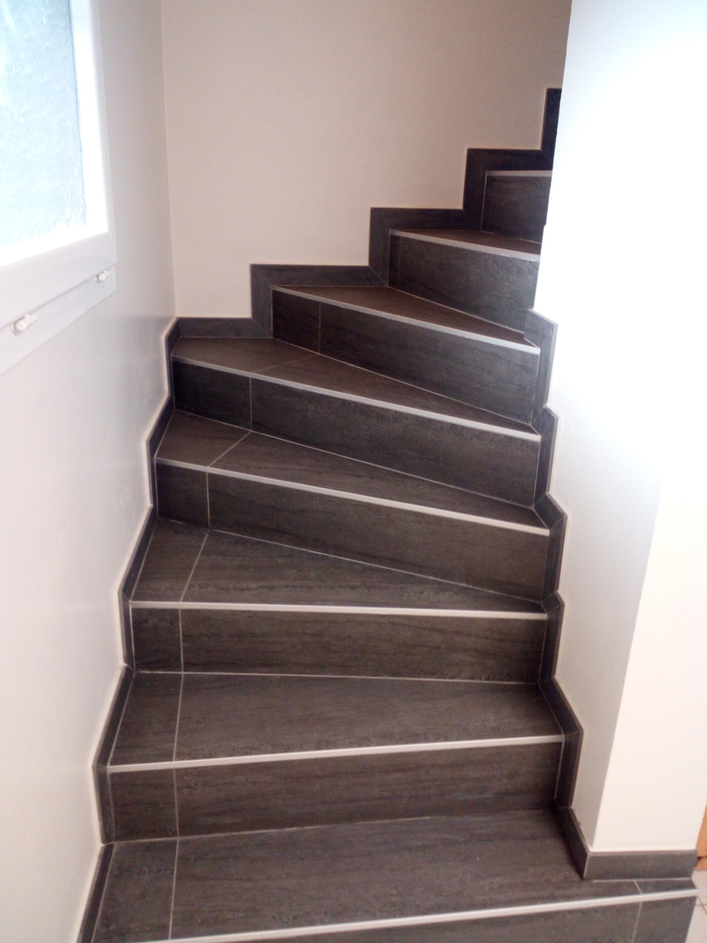 escalier carrelage joints alignés