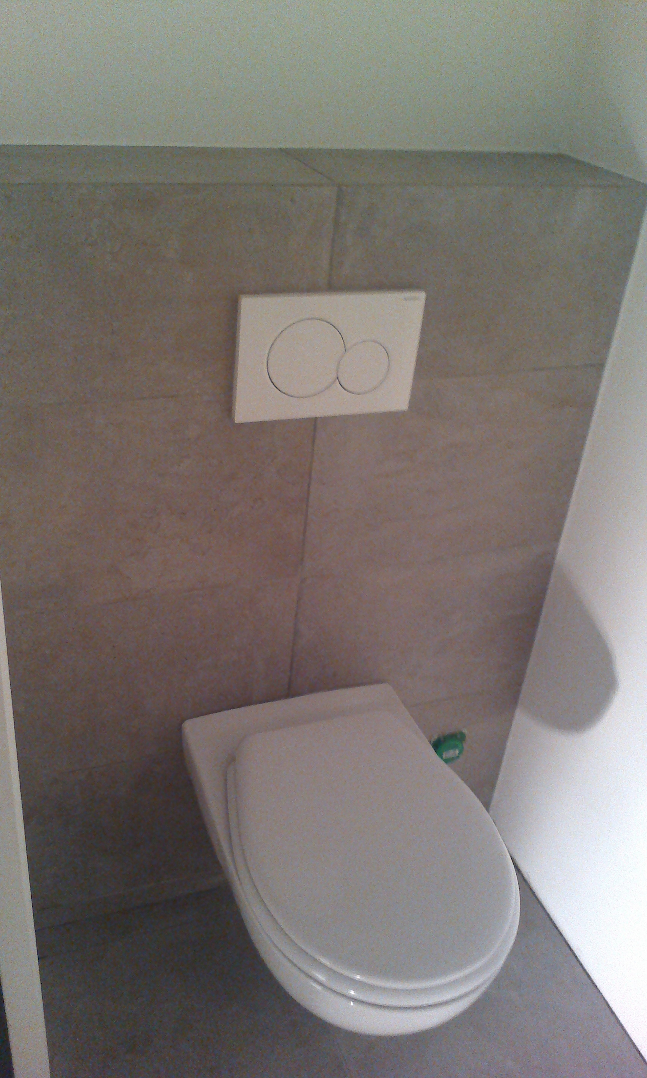 Habillage de toilette suspendu