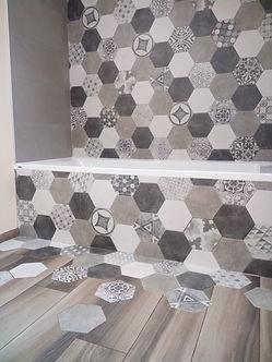tablier baignoire carrelage hexagone incorporé imitation parquet