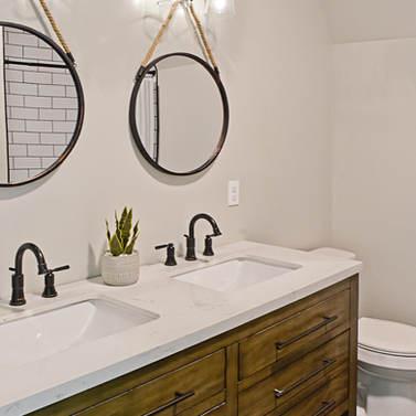 2nd Flr Bath.jpg