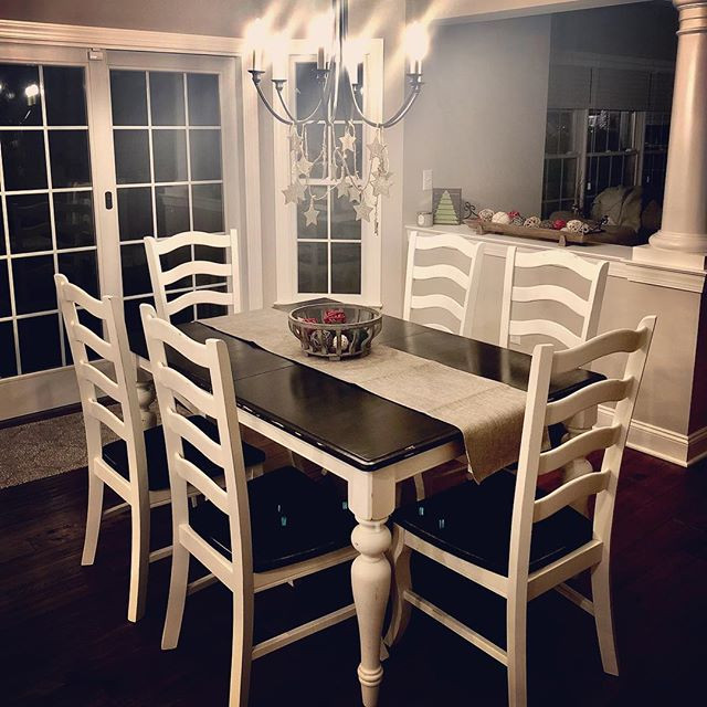 Kitchen table restoration ❤️❤️❤️#ourclie