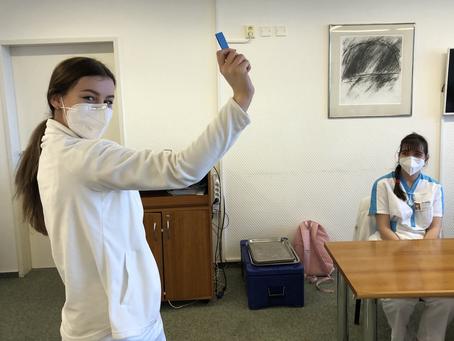 Losování maturitních oddělení tříd 4. C a 4. D v Nemocnici Třebíč - konec března 2021