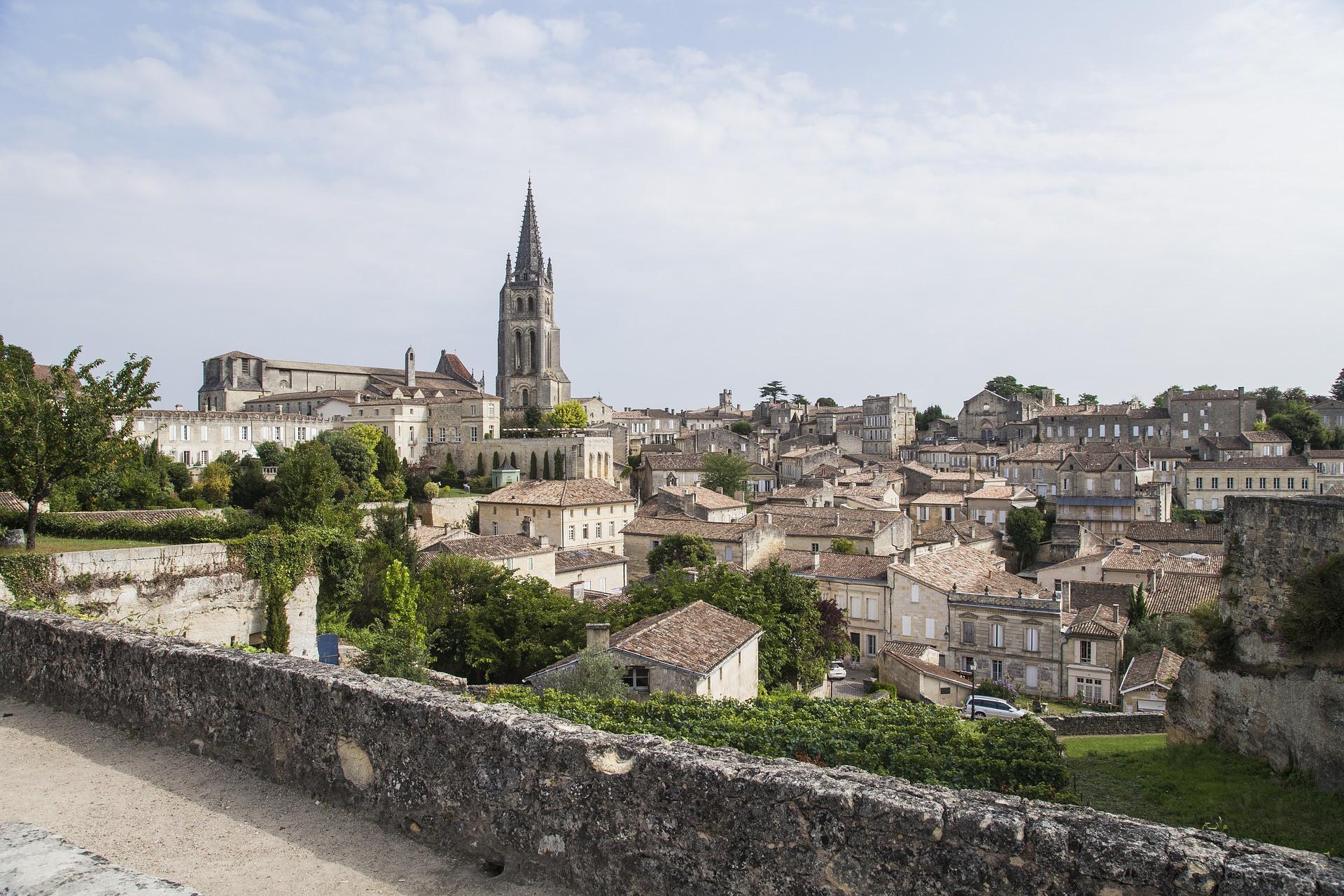 Saint-Emilion entre vignoble et histoire