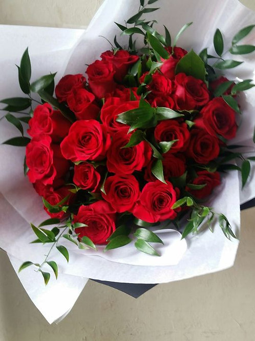 Love's Classic Luxury Red Roses