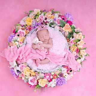 floral wreath nrwborn props.png