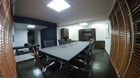 Sala de Reunião para até 10 pessoas. Com infraestrutura completa: