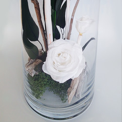 3_roses_blanches_bancone_détail_1