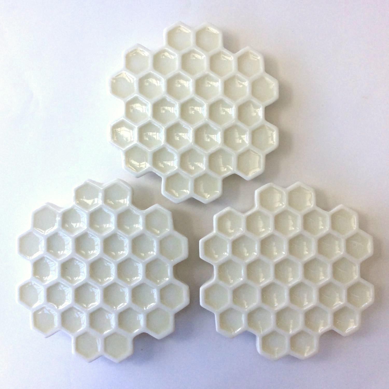 蜂の巣白皿(小)Honeycomb white plate(small)