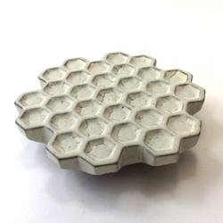 蜂の巣黒皿(小)