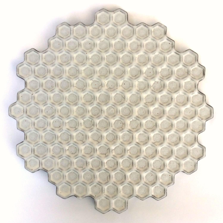 蜂の巣黒皿(大)Honeycomb black plate(large)
