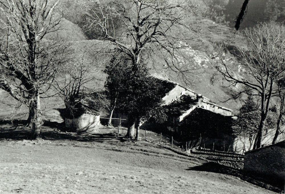 Il nucleo di Pianspessa visto dall'alto (anni '70).