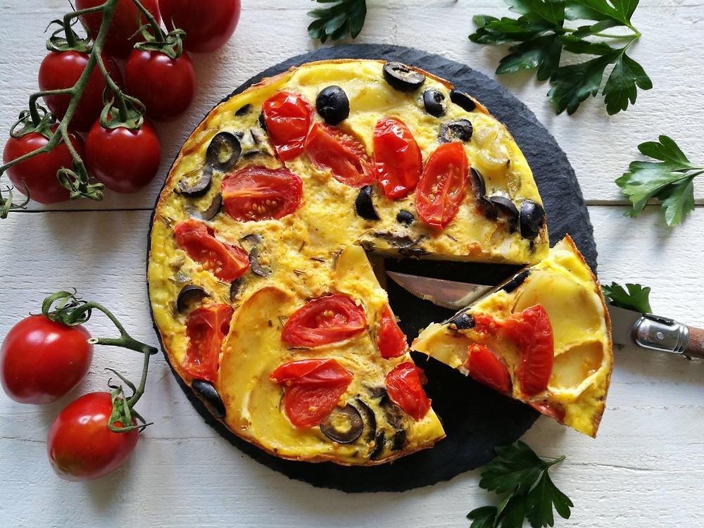 Tortilla met tomaat en olijf