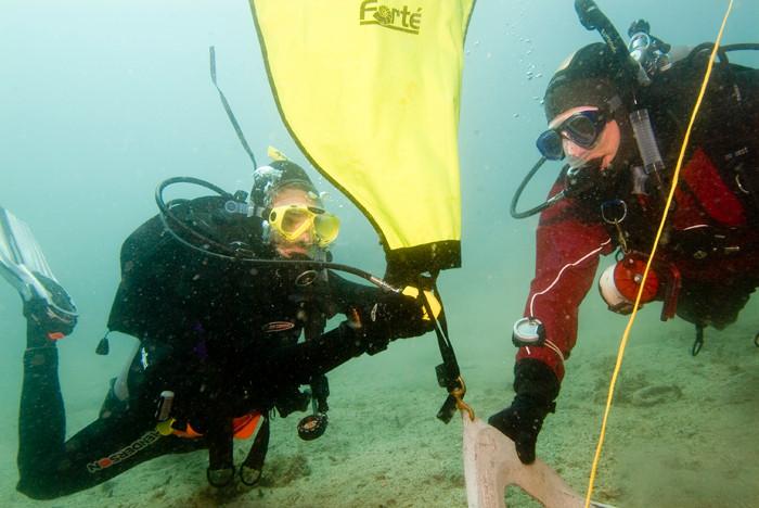 scuba divers inflating a lift bag.jpg