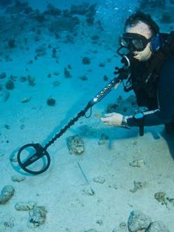 Salvage Scuba diver with Under-Water-Met