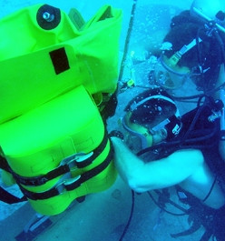 salvage scuba divers with lift bags.jpg