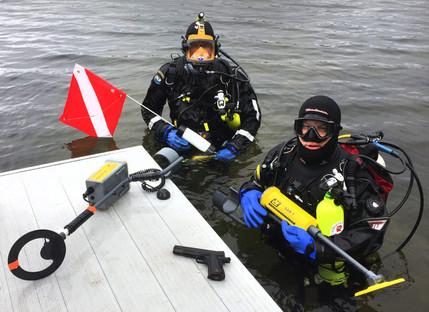 divers with metal_detectors.jpg