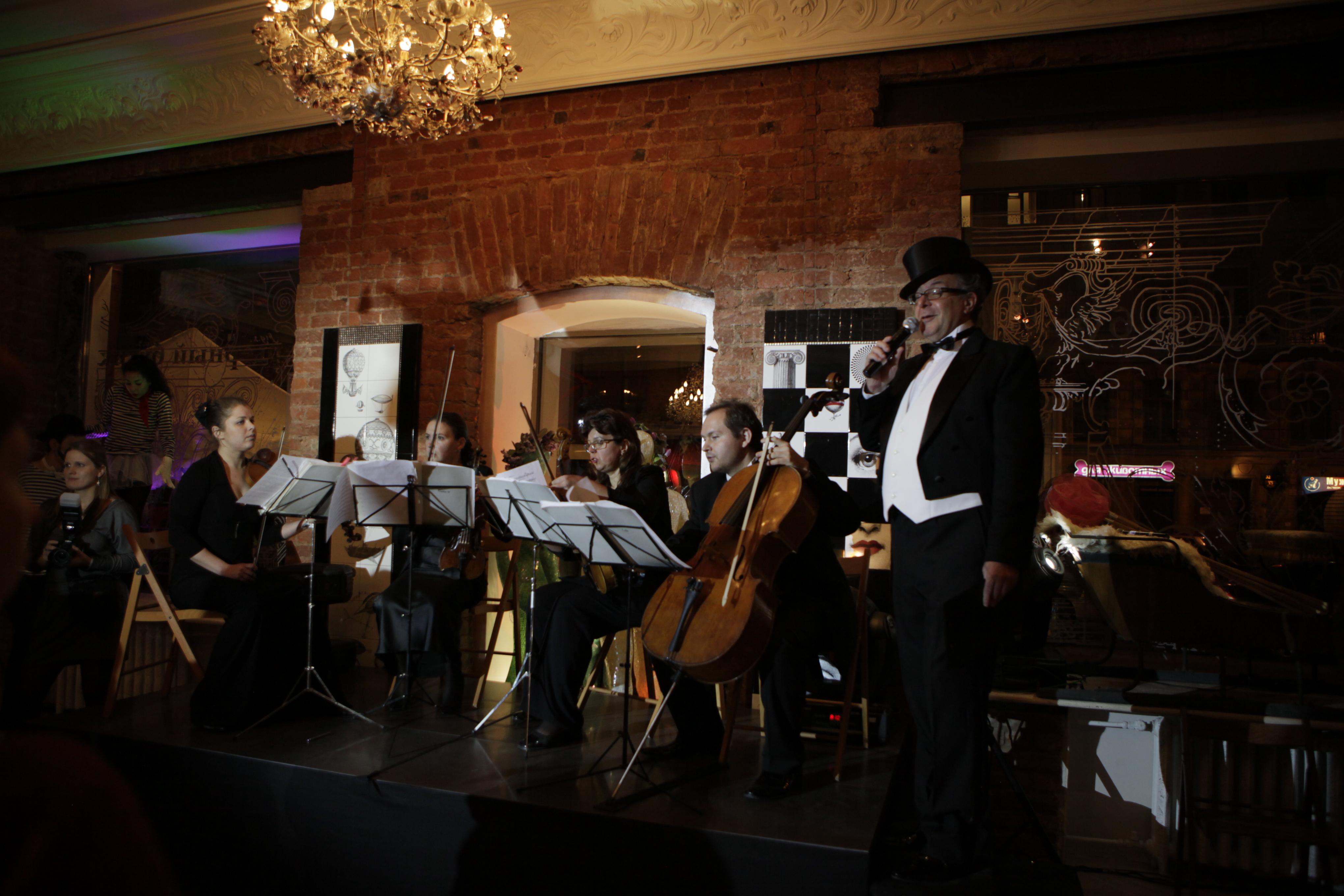 Ведущий вечера - Андрей Ургант