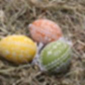 Huevos de Pascua en el heno