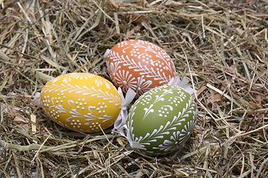 Oeufs de Pâques sur Hay