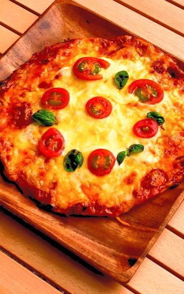 ピザ窯でアツアツのピザを作ろう