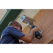 Instalação de CFTV, sistema de segurança eletrônica, cerca elétrica, sensores de presença, central de alarme e afins
