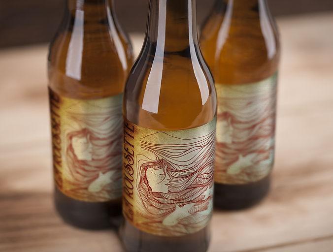 Singulière_mockup bières x3.jpg