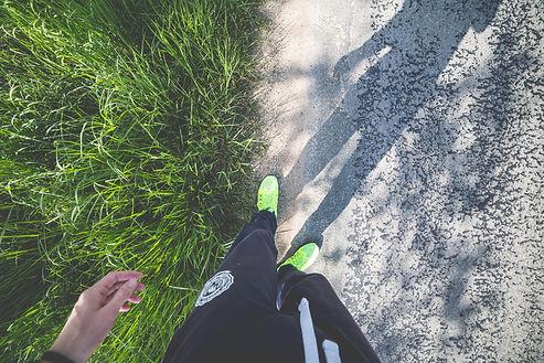 man-in-running-shoes-ready-to-run-picjum