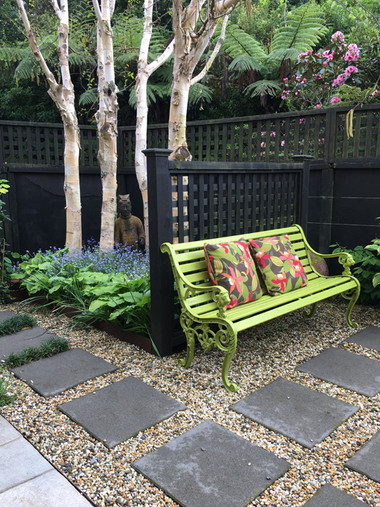 Paved seating and garden by Mosaicdesign