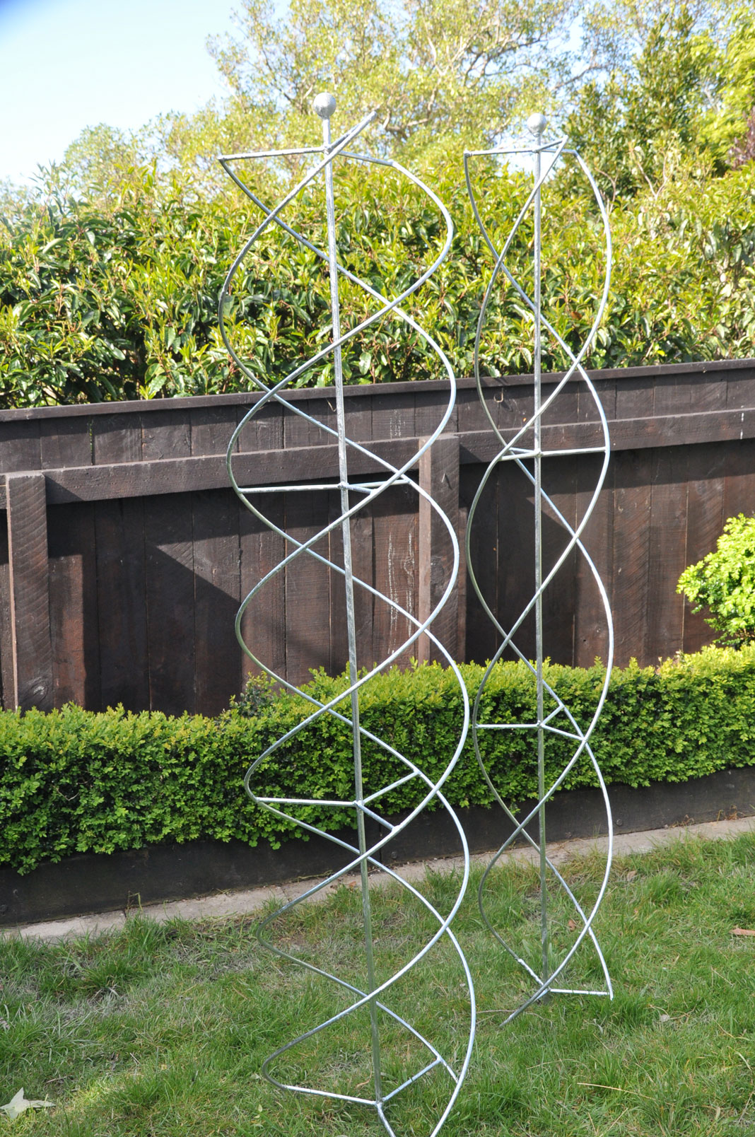Spiral column designed by Mosaicdesi