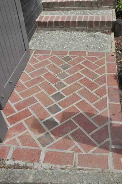 Brick entrance designed by Mosaicdesign