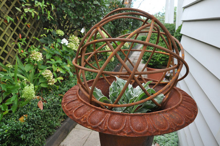 Cast iron urn with wire sphere designed by Mosaicdesign