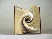 pliage-livre-abstrait-livre-origami-art-